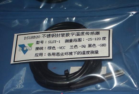 SLST1系列数字温度传感器采用美国Dallas 半导体公司的数字化温度传感器DS18B20,传感器采用不锈钢外壳封装, 防水防潮。专门设计的传感器不锈钢外壳,仅有0.15mm的壁厚,具有很小的蓄热量,采用金属垫模工艺让DS18B20与不锈钢内壁充分接触,同时采用导热性高的密封胶灌封,保证了温度传感器的高灵敏性,极小的温度延迟。