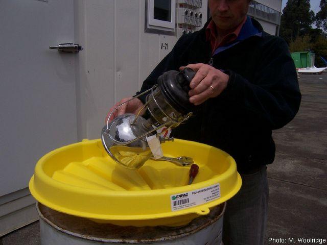防溢溅油桶漏斗