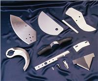 深冷處理工艺是将材料或零部件置于-130~-190℃的低温下,按一定的工艺进行处理的过程。它不仅可以对黑色金属、有色金属、金属合金和碳化物进行处理,还能对非金属材料进行处理。深冷處理是对切削刀具材料进行处理的有效工艺手段。